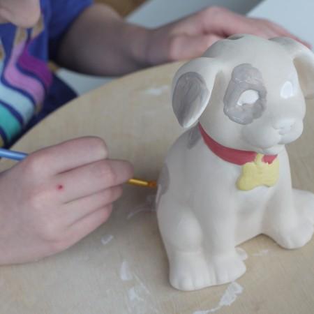 Die Hundespardose ist ein Renner beim Kindergeburtstag feiern im Keramikatelier Breu