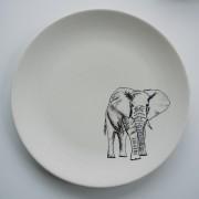 Teller mit Elefantenzeichnung